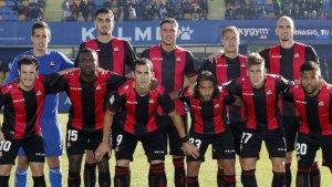 Els jugadors del Reus, abans de jugar contra l'Alcorcón.