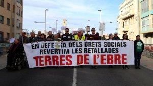 Els manifestants han sortit en defensa dels drets socials i per revertir les retallades a Tortosa