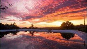 Els núvols alts i prims faran que continuï el cel rogent al matí i vespre