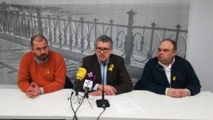 Els regidors d'ERC Xavi Puig, Pau Ricomà i Jordi Fortuny, en roda de premsa.