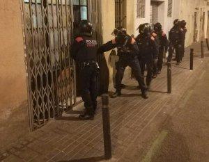 En marxa un operatiu per desmantellar dos narcopisos a Barcelona