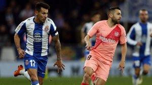 Hernán Pérez i Jordi Alba, durant l'Espanyol-Barça.