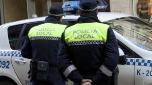 Los agentes acudieron al local y arrestaron al agresor