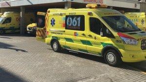 Imagen de una ambulancia del 061 de Cantabria.