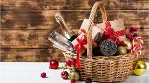 Imagen de una cesta de regalo de Navidad