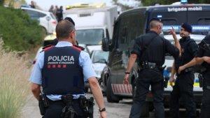 Imatge d'agents dels Mossos a Canyelles, on van detenir a Jorge Casas.