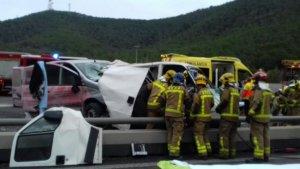 Imatge de l'accident on han acudit un total de 5 dotacions dels Bombers