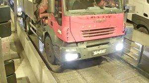 Imatge del camió, en un peatge de les carreteres catalanes