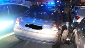 Imatge del vehicle després de xocar contra el cotxe policial i altres vehicles