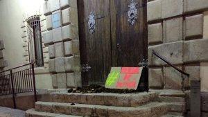 Imatge dels fems a les portes dels jutjats de Tortosa.