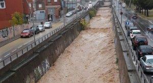 Joaquim de Sagrera s'inunda i s'ha de tallar l'avinguda