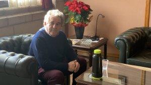 Josep Andreu, al seu despatx a punt de beure un got de til·la, l'únic que pren des que va iniciar la vaga de fam.