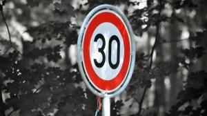 La DGT quiere sustituir las señales de 50 km/h por la de 30 en las vías de un sentido en las ciudades