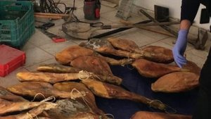 La Guàrdia Civil desarticula un grup que robava de pernils a València per a revendre'ls