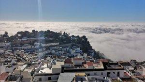 La niebla de advección se instala en la costa malagueña este viernes