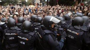 La Policia Nacional carregant contra els manifestants