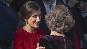 La reina Letizia rinde homenaje a Doña Sofía con la elección de sus pendientes