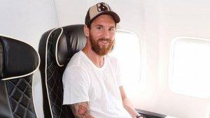 Leo Messi, en una imatge d'arxiu a l'avió del F.C.Barcelona