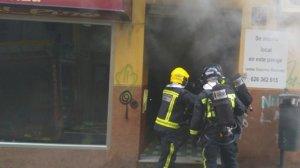 Los Bomberos han apagado el fuego en una tienda de ropa del centro de Jaén