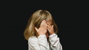 Los trastornos de eliminación suelen ir acompañados de síntomas psicológicos como perturbación o baja autoestima.