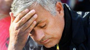 Mourinho es lamenta durant el partit entre el West Ham i el Manchester United.