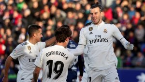 Odriozola i Bale celebren el gol del gal·lès a El Alcoraz.