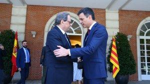 Pedro Sánchez i Quim Torra a les portes del palau de la Moncloa