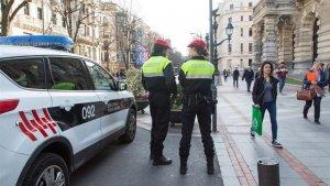La mujer se abalanzó contra uno de los agentes y se le han sumado delitos de atentado contra agentes de la autoridad