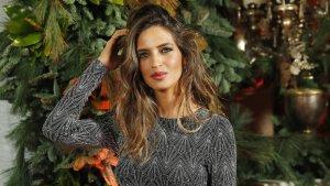 Sara Carbonero posando en la fiesta 'Elle Christmas Party'