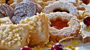 Surtido de galletas y productos navideños