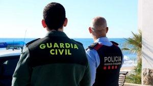 Un agent de la Guàrdia Civil ha detingut tres homes per atracar una dona de 91 anys