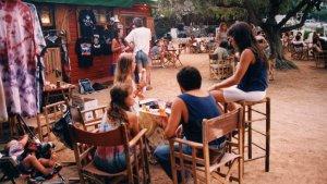 Un grup de joves a la terrassa de La Traviesa, als anys 90 del segle passat.
