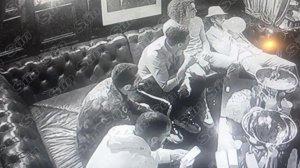 Una de les imatges difoses pel 'The Sun' dels jugadors de l'Arsenal durant la festa