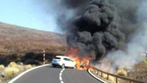 Uno de los dos turismos implicados se ha incendiado