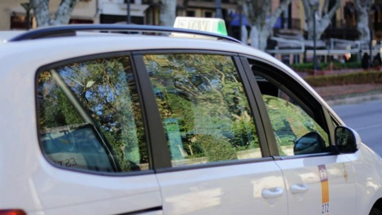 4 persona golpearon al taxista robándole 400 euros y su móvil
