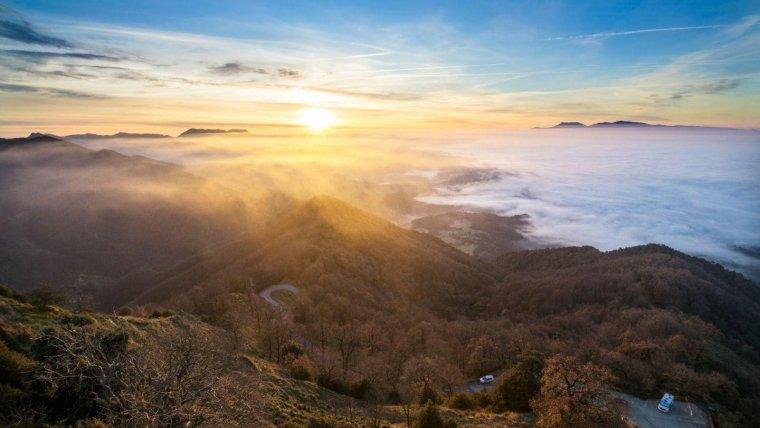 Aquest dijous es repetiran els mars de núvols i boires ben fotogènics a moltes valls i depresions catalanes