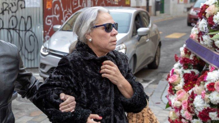 Carmen Gahona, viuda de Chiquetete, en el funeral del artista