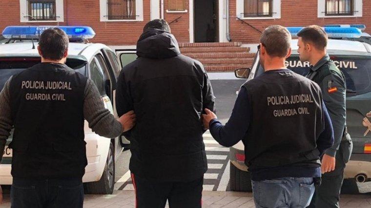 Detingut un jove acusat d'agredir sexualment a una dona a la casa a la qual va entrar a furtar a Llíria
