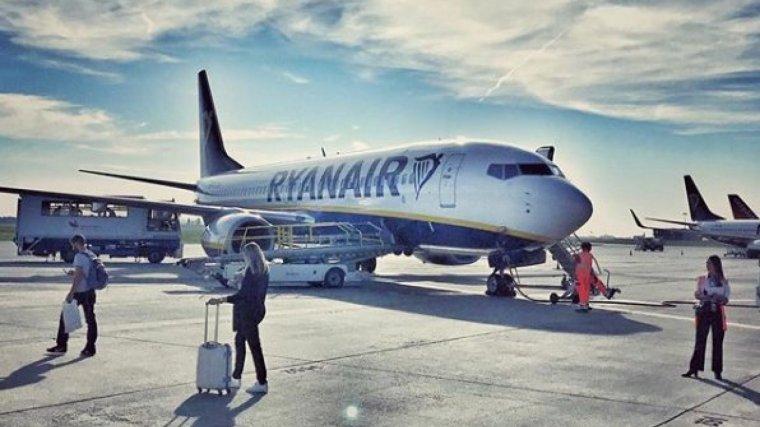 El personal de cabina i la tripulació de Ryanair han al·legat que faran vaga pel tracte rebut