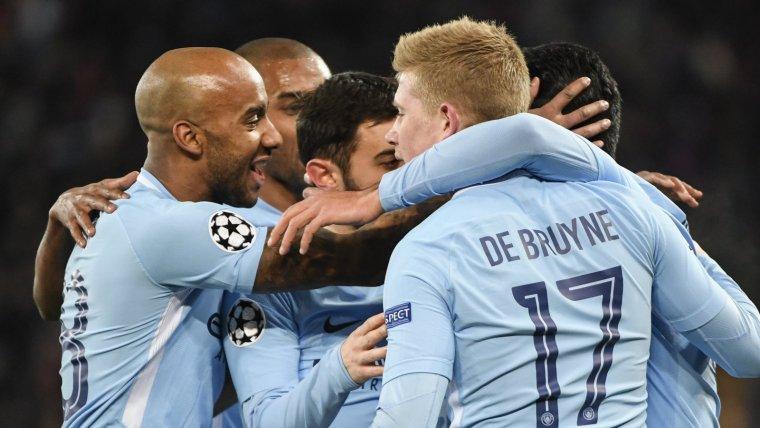 Els jugadors del Manchester City celebren el gol de Gündogan.