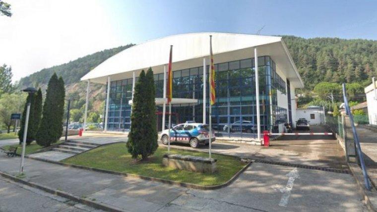 Exterior de la comissaria dels Mossos d'Esquadra de Ripoll