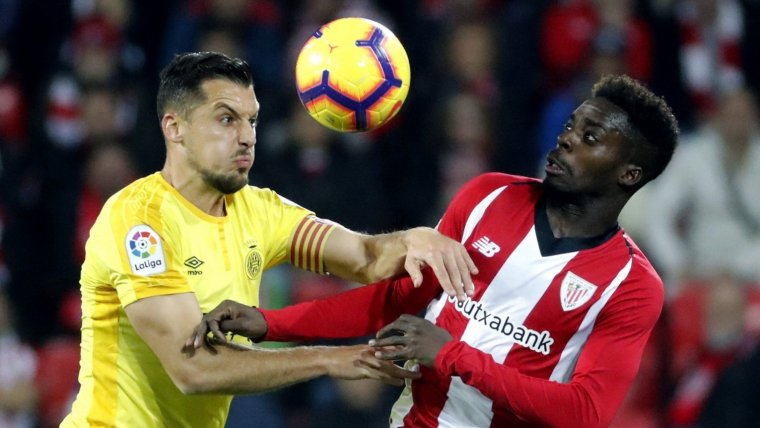 Granell i Iñaki Williams, en una acció del partit entre Athletic Club i Girona a San Mamés.