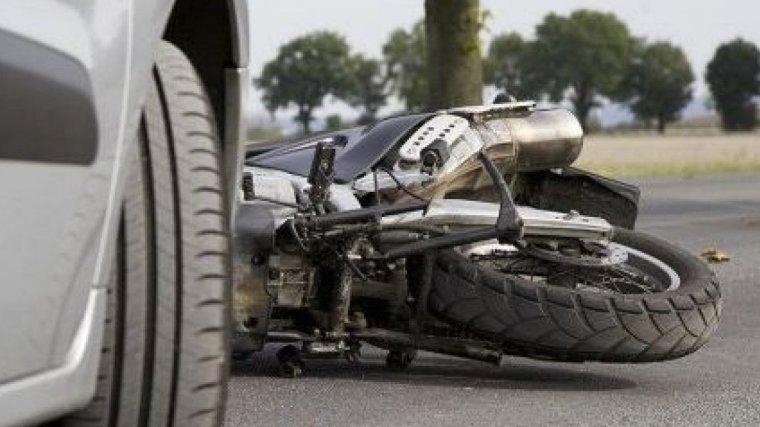Imagen de archivo de un accidente entre un coche y una moto