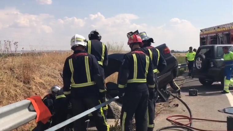 Imagen de los Servicios de Emergencias trabajando en el lugar del accidente