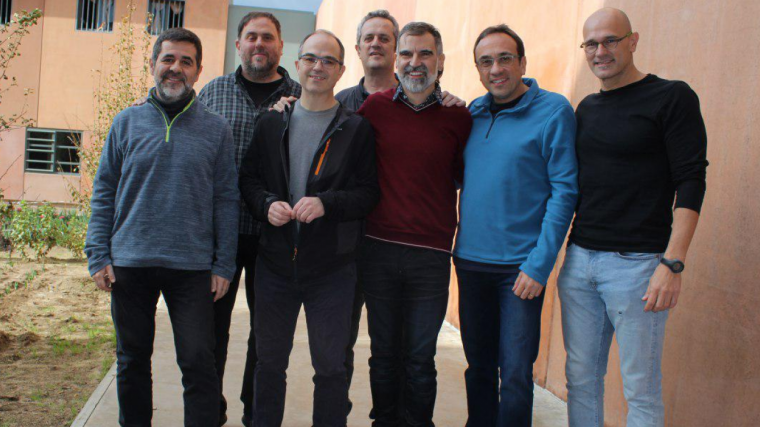 Imatge dels presos independentistes compartida per Òmnium Cultural