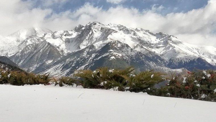 Los Pirineos ha recuperado mucho blancor invernal este viernes