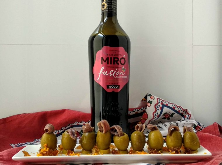 Olives farcides amb gelatina de vermut