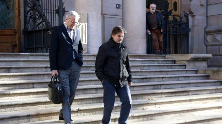 Oriol Pujol i el seu advocat, Xavier Melero, a les escales del Palau de Justícia