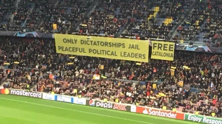 Pancarta del Camp Nou a favor de la llibertat dels presos polítics.