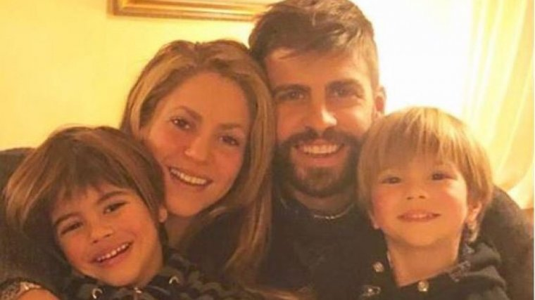 Piqué, Shakira i els seus fills, Milan i Sasha, en la cèlebre imatge que han penjat a les xarxes